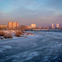 В лед закована река, в крепкие оковы... :: Надежда