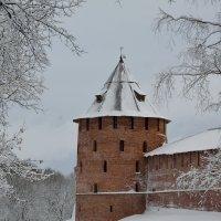 У древних стен Новгородского Кремля (этюд 4) :: Константин Жирнов