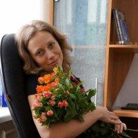 Портрет Переседовой Марины с цветами 8 марта :: Юрий А. Денисов