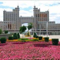 Здание штаб-квартиры компании КазМунайГаз в Астане. :: Anna Gornostayeva