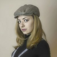 Девушка в кепке... :: Наталья