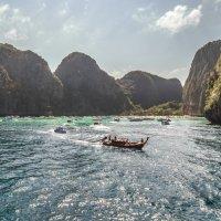 туристическая мекка - Maya Bay beach :: Дамир Белоколенко