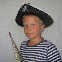 Дима-«Пират» на даче :: Юрий А. Денисов