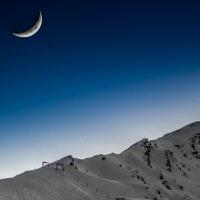 Чегет и Луна :: Олег Петрушин