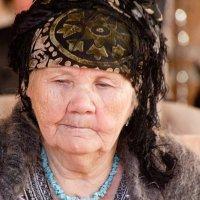 Простая узбекская бабушка... :: Марина Грушина