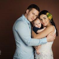 Семейный портрет. Лев - 3.5 мес. :: Екатерина Дашаева
