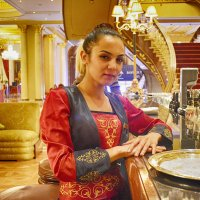 Официантка в отеле Mardan Palace :: Эрик Делиев