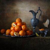 Апельсины на зеленой скатерти :: Татьяна Карачкова