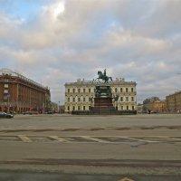 на Исаакивской площади памятник Николаю 1 :: Елена