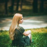 девушка в парке :: Николай Дутов