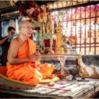 Камбоджа...буддийский монах.. :: Александр Вивчарик