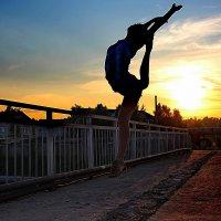 Танец на  мосту. :: Наталья Юрова