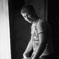 мужчина который не доверил мне глажку рубашки.....))))) :: photographer Anna Voron