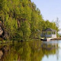 Беседка у озера :: Роман Маркин