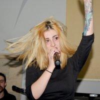 Девушка с татуировкой на руке :: Эрик Делиев