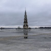 Затопленная колокольня :: Леонид Веденин