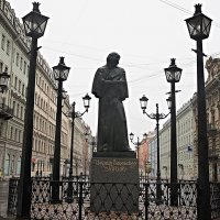 На Малой Конюшенной. Памятник Н.В. Гоголю :: Елена Павлова (Смолова)
