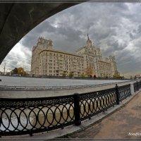 Под мостом у Яузы :: Виктор Бондаренко