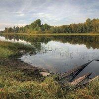 Не плыть ей больше по озерной глади.. :: Александр Бархатов