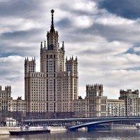 Высотка на Котельнической набережной :: Ирина Шарапова