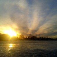 Закат на реке. :: Вероника Подрезова