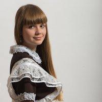 Портрет девушки в школьной форме :: Анатолий Тимофеев