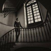 На лестнице около окна... :: Елизавета Вавилова