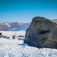 Памятный камень на берегу Амура. :: Сергей Щелкунов