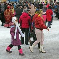 Северодвинск. Масленица. Мама и дочь :: Владимир Шибинский