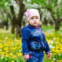 Мир в детстве видится ярким душистым цветком, в котором ты сам являешься сердцевинкой. :: Ксения Заводчикова