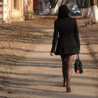 Девушка в черном... :: Владимир Холодницкий