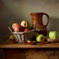 яблоки, кувшин и ложка :: Татьяна Карачкова