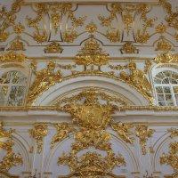 Главную роль в художественном убранстве церкви играют золоченый лепной орнамент :: Елена Павлова (Смолова)