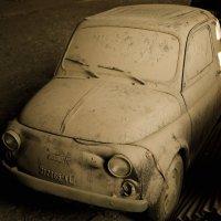 Один из первых Фиат-500 под слоем пыли десятилетий... :: Виктор Семенов