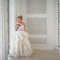 Невеста в белом лофте :: Konstantin Morozov