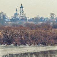 храм вдалеке,р. Нерль :: Сергей Цветков
