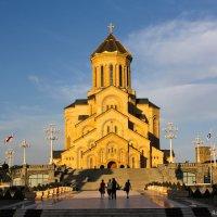Sameba Cathedral. :: Roman