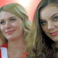 весна красна красивыми девушками :: Олег Лукьянов