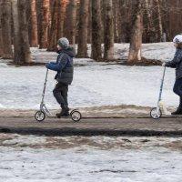 В две ноги ! :: Константин Фролов