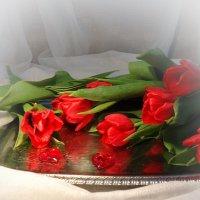Пылают счастьем красные тюльпаны... :: Galina Dzubina