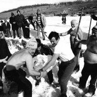 Подготовка проруби на озере Хубсугул, Монголия :: Владимир Максимов