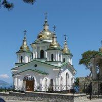 Церковь на горе. :: Владимир Сквирский