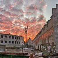 закат на фоне стройки :: Геннадий Свистов