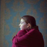 Девочка в красном. :: Татьяна Айги