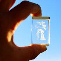 Внутри кусочка стекла затаились влюблённые. :: Раскосов Николай