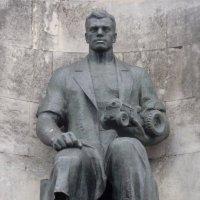 Скульптура  рабочего / фрагмент монумента/ :: Galina Leskova