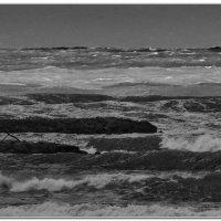 Волны в бухте возле мыса Толстый :: Валерий Дворников