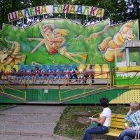 Аттракцион  в  парке  Ивано - Франковска :: Андрей  Васильевич Коляскин