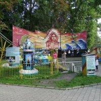 Аттракционы  в  парке  Ивано - Франковска :: Андрей  Васильевич Коляскин
