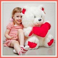 Таня и белый медведь. :: Лариса Кояшова